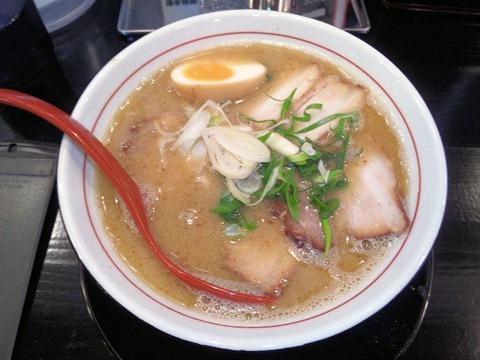 鶏専門らー麺 しぇからしか かしわ亭濃厚鶏塩白湯チャーシュー麺