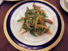 金龍閣特選ランチの牛肉の細切りと彩り野菜の炒め