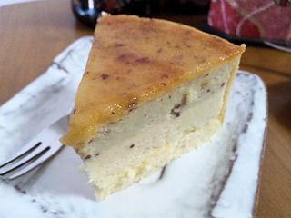 カフェ&スイーツバランタインとりいさん家の芋ケーキ