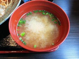 炭火焼肉みきや日替りサービス定食の味噌汁