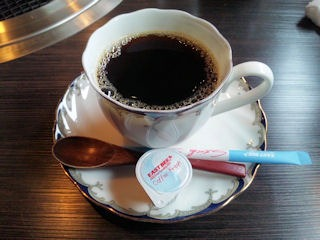 炭火焼肉みきや日替りサービス定食のコーヒー