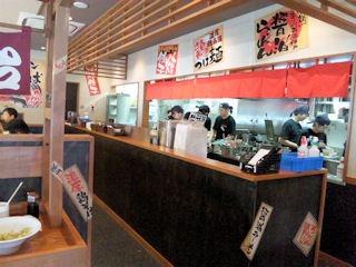 鶏白湯ラーメンとりの助/姫路野里店の店内