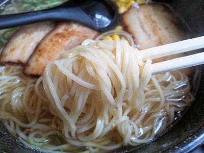 麺屋縁あっさり和風ラーメンの麺