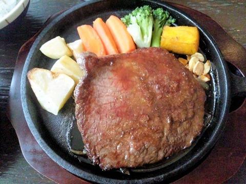 グリルKATE【カテ】国産牛ステーキランチSETのステーキ
