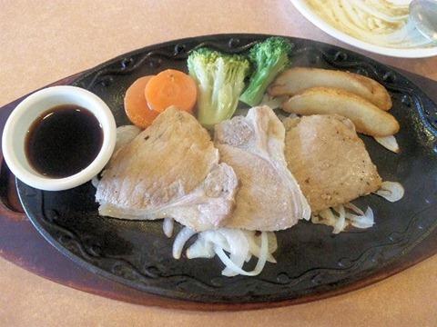 ステーキハンバーグ&サラダバー けん日替りランチの豚の生姜焼き
