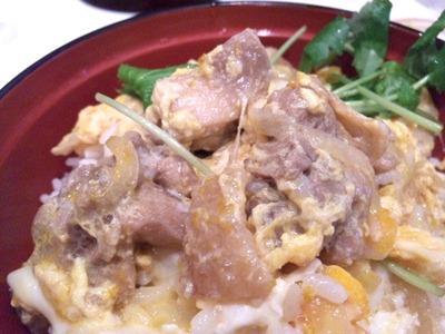 ごはんどき・エムズ キッチン比内地鶏の親子丼