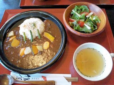 町家カフェ太郎茶屋鎌倉/彩り野菜カレーランチ