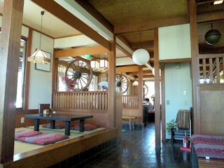 町家カフェ太郎茶屋鎌倉/神吉店の店内