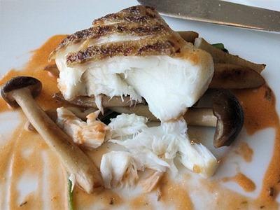 エトワール週末限定ランチコース鯛のポワレ