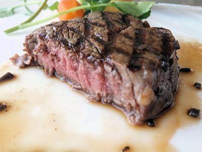 エトワール週末限定ランチコース国産牛フィレ肉のグリエトリュフのソース3