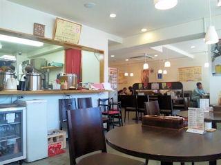 街の洋食屋さんグリルKOUの店内