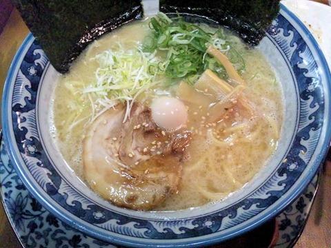 豚骨鶏ガラ らぁめん房Wスープのらぁめん(太麺)