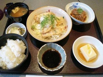かごの屋日替り昼膳/豚肉の天ぷら(ねぎおろし)と肉豆腐