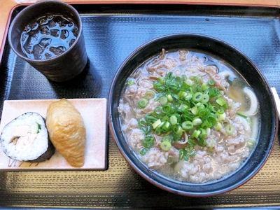 讃岐めんうどんや肉うどんと巻き寿司と稲荷寿司