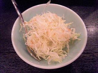 焼豚玉子飯美味のサラダ