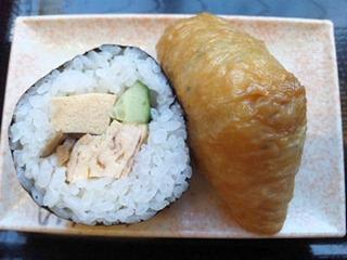 讃岐めんうどんや巻き寿司と稲荷寿司