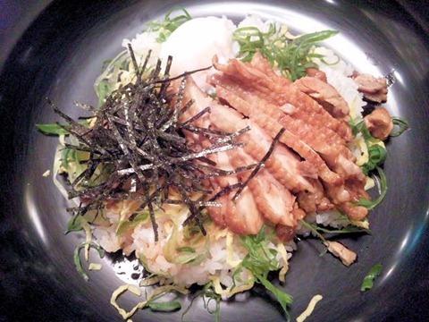 三木SA播州百日鶏の照りタマ丼