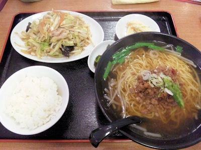 台湾料理錦福香日替りランチの野菜炒めと台湾ラーメン