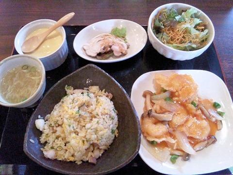 海鮮中華厨房張家日替りランチ(エビのケチャップ煮&蒸し鶏)