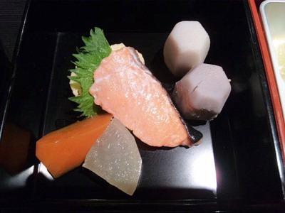 和み系居酒屋ふくろう華遊膳煮物と焼き物
