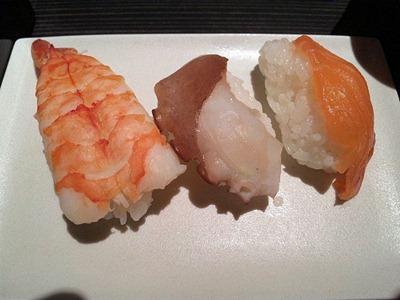 和み系居酒屋ふくろう華遊膳にぎり寿司3貫