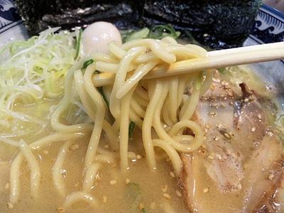 豚骨鶏ガラらぁめん房鶏ガラらぁめん(太麺)