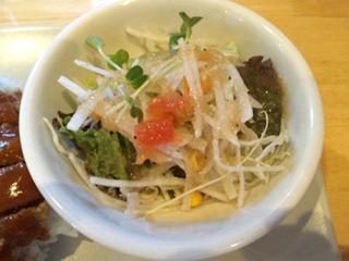 洋食のまなべメンチかつめしのサラダ