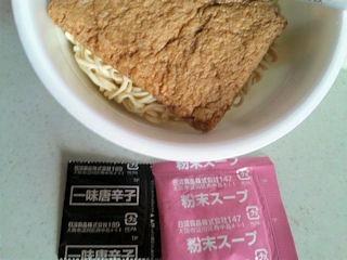 まねきのえきそばきつねカップ麺