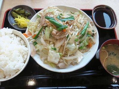 姫路バイパス別所PA1日分の野菜炒め定食