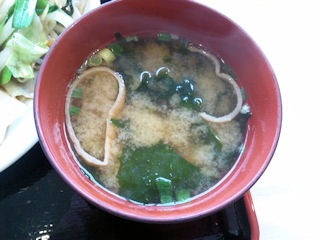 姫路バイパス別所PA1日分の野菜炒め定食の味噌汁