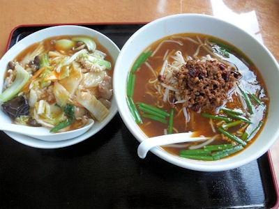 台湾料理豊源ラーメンセットの台湾ラーメンと中華飯