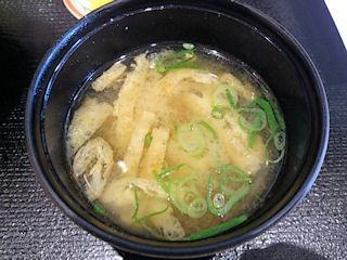 ごはんどき・エムズ キッチン牛とじ丼の味噌汁