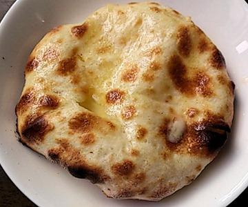 インド・ネパール料理パシュパティ無料サービスのチーズナン