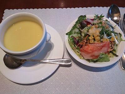 カジュアルダイニング『リヴィエール』日替りランチのスープとサラダ