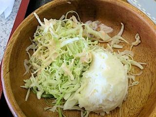 廣家カツカレー定食のサラダ