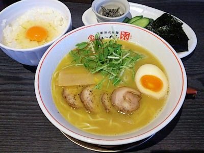 京都熟成細麺らぁ~めん京鶏しおらぁ~めんと京都出町の玉子かけごはんんセット