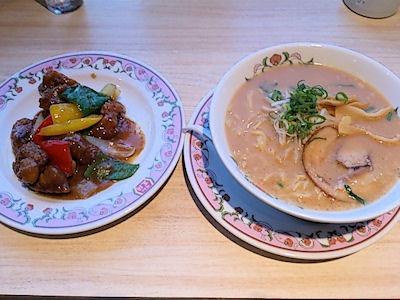 餃子の王将とりの味噌炒めとニッパチラーメン