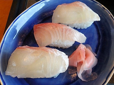 海鮮レストラン魚魚/鯛御膳のにぎり寿司3貫