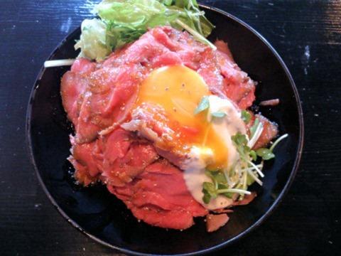 レッドロックローストビーフ丼