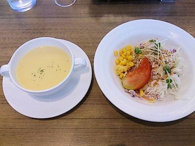 レストランジョリポーシェフのおすすめランチのスープとサラダ