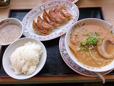 餃子の王将ニッパチラーメンと餃子とライス