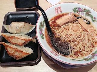 博多金龍東京八王子ラーメンと手作りデカ餃子