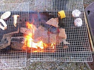 バーベキュー大会2014秋焼いているところ