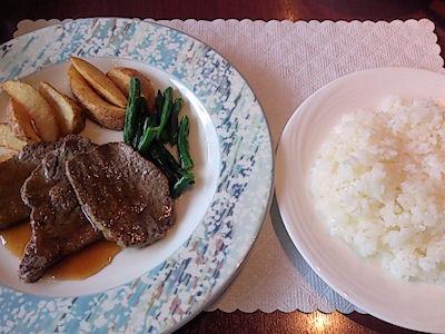 リヴィエール日替りランチの牛ロース肉のソテー