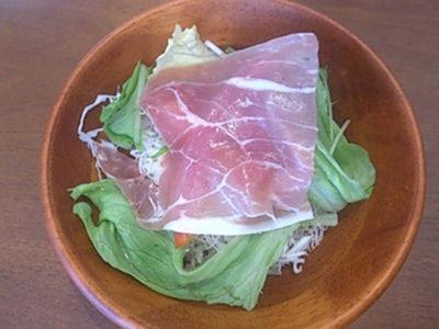 どんぶりざえもん黒豚ロースカツ定食のサラダ