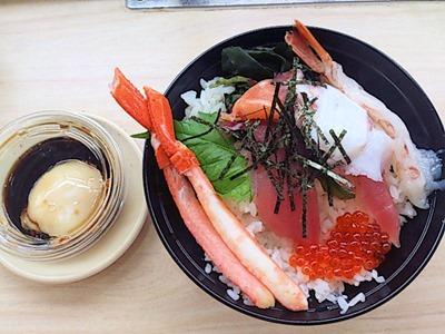 くら寿司特製玉子だれで食べる海鮮丼