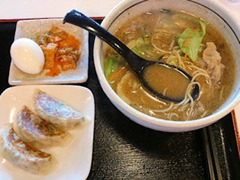 aji彩ラーメンみそラーメンと平日ランチタイムの餃子3個