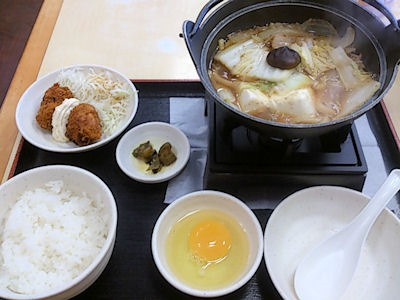 めしや宮本むなし牛すき鍋とカキフライの定食