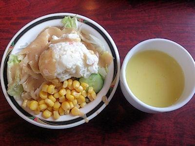 ステーキけんサラダとスープ