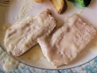 リヴィエール阿波鳥のフィレ肉のチーズクリームソース